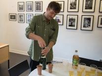 Curator Anders korkar upp